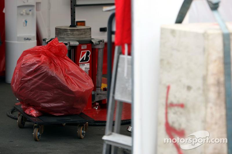Переднє колесо боліда McLaren Mercedes Льюіса Хемілтона