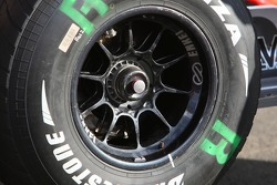 McLaren Mercedes, MP4-22, Front right wheel