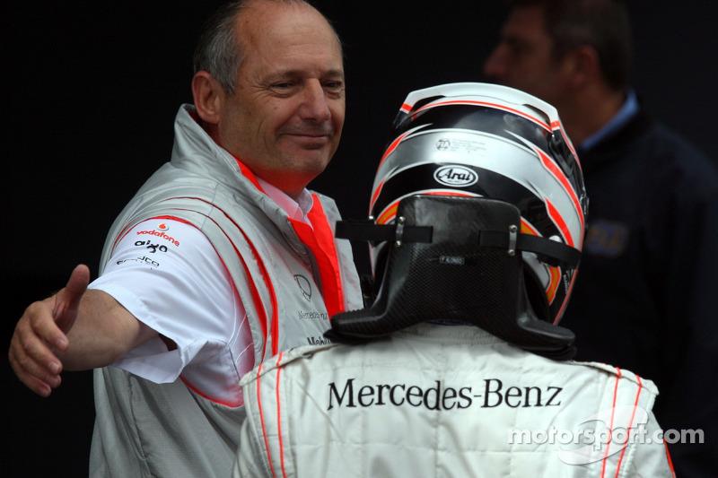 1. Fernando Alonso, McLaren, mit Ron Dennis, McLaren-Teamchef