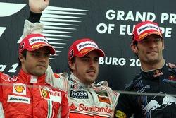 Podio: el ganador de la carrera Fernando Alonso con Felipe Massa y Mark Webber
