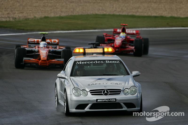Маркус Вінкельхок, Spyker F1 Team, F8-VII, Кімі Райкконен, Scuderia Ferrari, F2007, позаду автомобіл