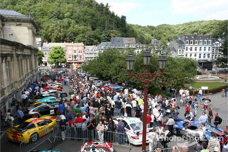 Fans and cars at the parade
