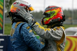 Winner, Robert Huff, Team Chevrolet, Chevrolet Lacetti and 2nd, Tiago Monteiro, SEAT Sport, SEAT Leon