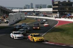 GT start: #07 Banner Racing Pontiac GXP.R: Paul Edwards, Kelly Collins, #70 SpeedSource Mazda RX-8: Sylvain Tremblay, Nick Ham