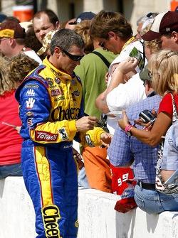 Bobby Labonte signs autographs