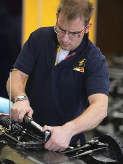 A Minardi Piquet Sports mechanic works on Xandi Negrao car