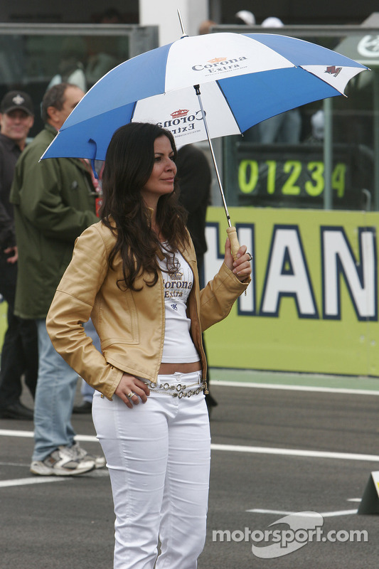 Une Umbrella girl