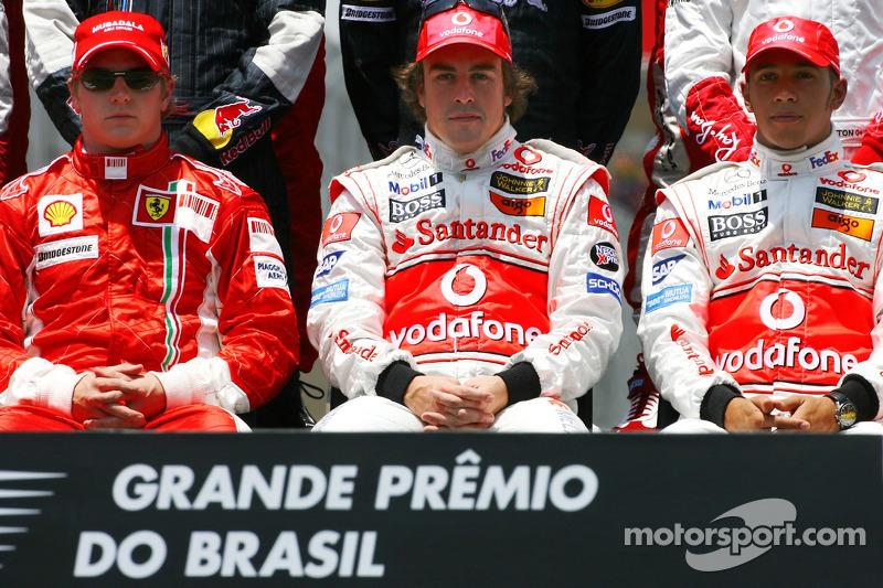 Foto de grupo: Kimi Raikkonen, Scuderia Ferrari, Fernando Alonso, McLaren Mercedes, Lewis Hamilton, McLaren Mercedes 2007