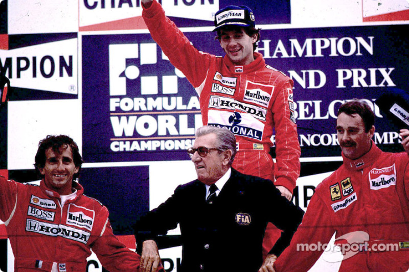 Podyum: Yarış galibi Ayrton Senna ve Alain Prost ve Nigel Mansell