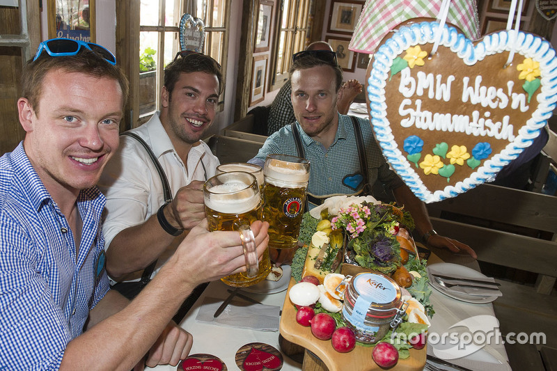 Felix Loch, Tobias Wendl und Tobias Arlt beim BMW Wiesn-Stammtisch auf dem Oktoberfest