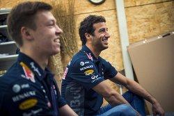 Даниэль Риккардо, Red Bull Racing и Даниил Квят, Red Bull Racing на тренировке сумоистов