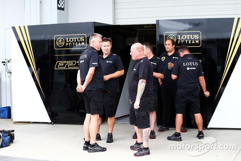 Lotus F1 Team механіки