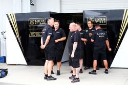 Lotus F1 Team, механики
