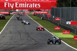 Lewis Hamilton, Mercedes AMG F1 W06 mène