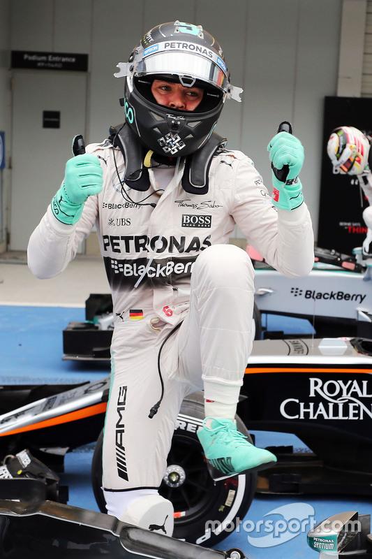 Ніко Росберг, Mercedes AMG F1 святкує свою поул позицію в закритому парку