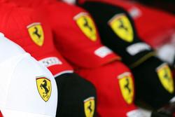 Кепки Ferrari на продажу