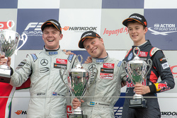 Podium: 1. Felix Rosenqvist, Prema Powerteam; 2. Nick Cassidy, Three Bond with T-Sport; 3. Callum Ilott, Carlin