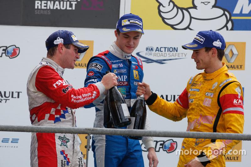 Подиум: победитель гонки - Оливер Роуленд, Fortec Motorsports, второе место - Егор Оруджев, Arden Motorsport, третье место - Том Дильман, Carlin