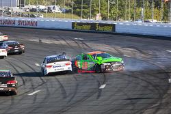 Danica Patrick, Stewart-Haas Racing Chevrolet crashes with David Ragan, Michael Waltrip Racing Toyot