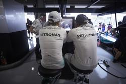 Lewis Hamilton, Mercedes AMG F1 Team, mit Nico Rosberg, Mercedes AMG F1