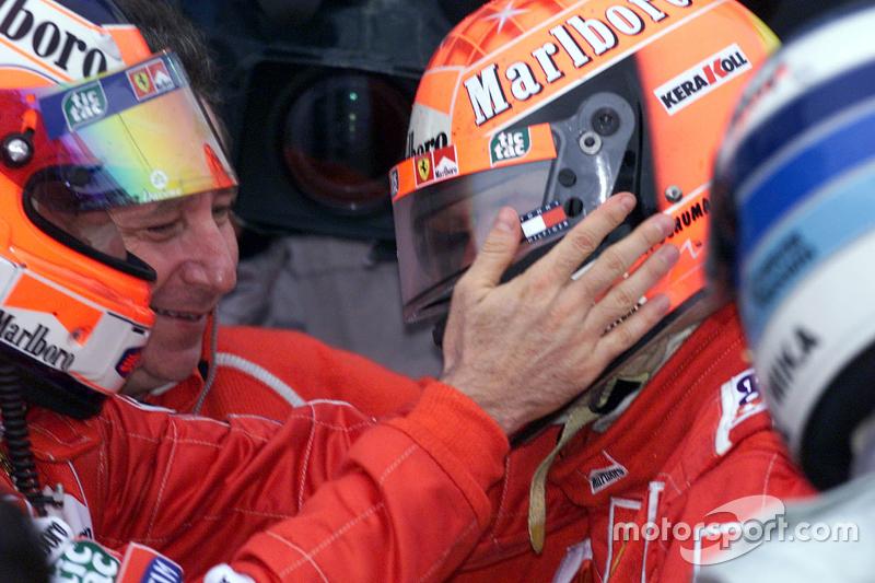 Yarış galibi ve 2000 Dünya Şampiyonu Michael Schumacher, Ferrari ve Rubens Barrichello
