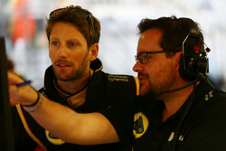 Romain Grosjean, Lotus F1 Team con Julien Simon-Chautemps, Lotus F1 Team Ingeniero de carrera
