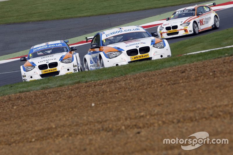 Sam Tordoff, & #6 Rob Collard, Team JCT600 with GardX BMW 125i MSport #111 Andy Priaulx, Team IHG Re