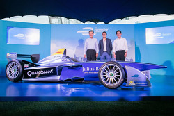 Formula E car in Hong Kong with Nelson Piquet Jr.