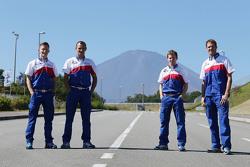 亚历山大·伍尔兹、斯蒂芬·萨拉赞、麦克·康维以及安东尼·戴维森,丰田车队