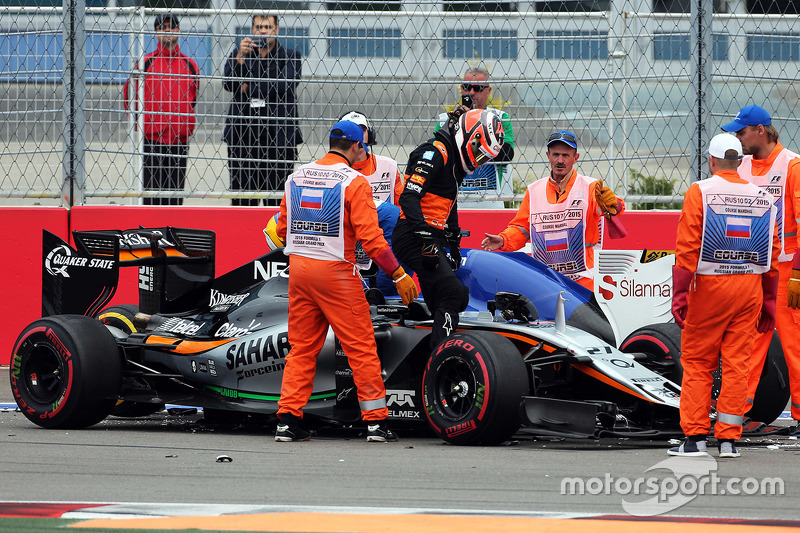 Nico Hulkenberg, Sahara Force India F1 VJM08 and Marcus Ericsson, Sauber F1 Team collide at the star