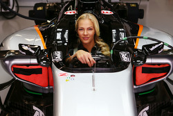 Darya Klishina, Uzun Atlama Atleti  Sahara Force India F1 VJM08 aracında