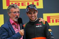 Eddie Jordan, televisión de la BBC con el tercer puesto Sergio Pérez, Sahara Force India F1 en el podio