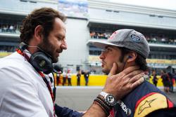 (L to R): Matteo Bonciani, FIA Media Delegate with Carlos Sainz Jr., Scuderia Toro Rosso on the grid