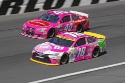 Landon Cassill, Hillman Circle Sport LLC Chevrolet; Kyle Busch, Joe Gibbs Racing Toyota