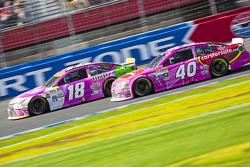 Kyle Busch, Joe Gibbs Racing Toyota e Landon Cassill, Hillman Circle Sport LLC Chevrolet