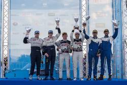 Il podio: I vincitori Kajetan Kajetanowicz e Jarek Baran, al secondo posto Craig Breen e Martin Scott, al terzo posto Lambros Athanassoulas e Nikolaos Zakcheos