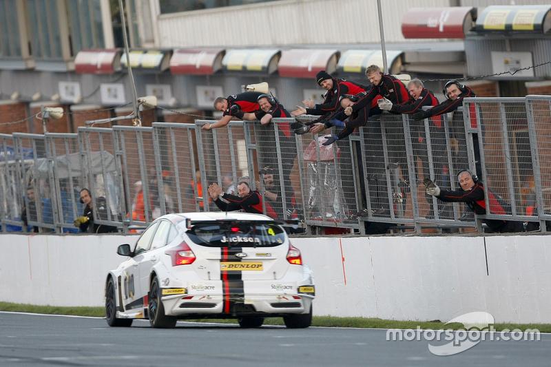 Race 2 Winner Mat Jackson, Motorbase Performance Ford Focus