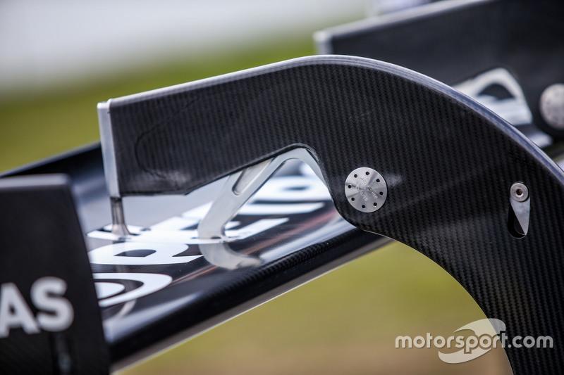 Rear wing detail