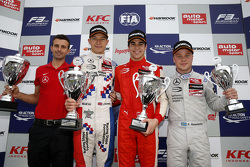 Гонка 1 подіум: друге місце Джейк Денніс та winner Ленс Стролл та третє місцеФелікс Розенквіст, Prema Powerteam