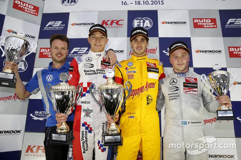 Race 2 Podium: second place Jake Dennis, Prema Powerteam Dallara Mercedes-Benz and winner Antonio Gi