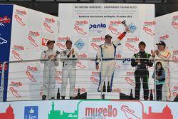Podio Gara 1, 2a divisione: il vincitore Mariano Bellin, Promotor Sport, al secondo posto Samuele Piccin e Omar Paravati, A.S.D. Super 2000, al terzo posto Pasquale Notarnicola e Giuseppe Montalbano, Autostar Motorsport