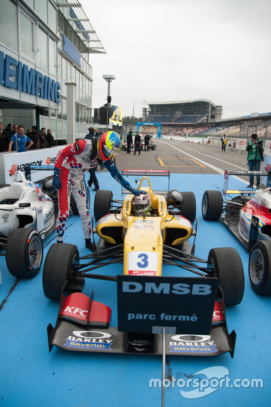 Race 1 second place Jake Dennis, Prema Powerteam Dallara Mercedes-Benz and winner Antonio Giovinazzi