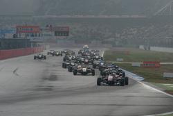 Carrera 3 inicio: Felix Rosenqvist, Prema Powerteam Dallara Mercedes-Benz leads