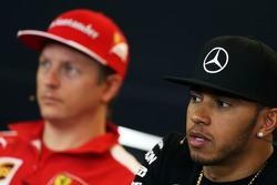 Льюис Хэмилтон, Mercedes AMG F1 и Кими Райкконен, Ferrari на пресс-конференции FIA