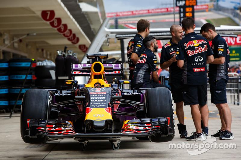 Red Bull Racing RB11 of Daniel Ricciardo, Red Bull Racing in the pits