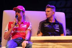Esteban Gutíerrez, Ferrari Piloto de pruebas y de reserva y Nico Hulkenberg, Sahara Force India F1 en el foro de los Fans