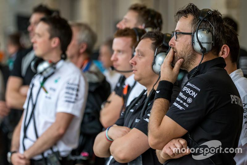 Mercedes AMG F1 takımı ikinci antrenmanlarda yağmuru izliyor