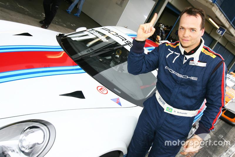 Daniel Schneider comemora pole em Curitiba