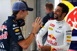 Pierre Gasly, Red Bull Racing testrijder en Daniel Ricciardo, Red Bull Racing