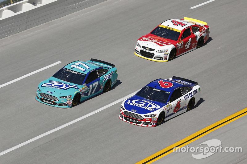 Ricky Stenhouse Jr. und Trevor Bayne, Roush Fenway Racing Ford; Kevin Harvick, Stewart-Haas Racing C